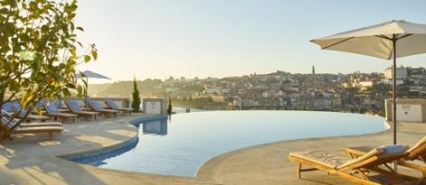 la piscina del Yeatman con vistas a Oporto