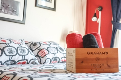 wine hostel caja de vino decoración